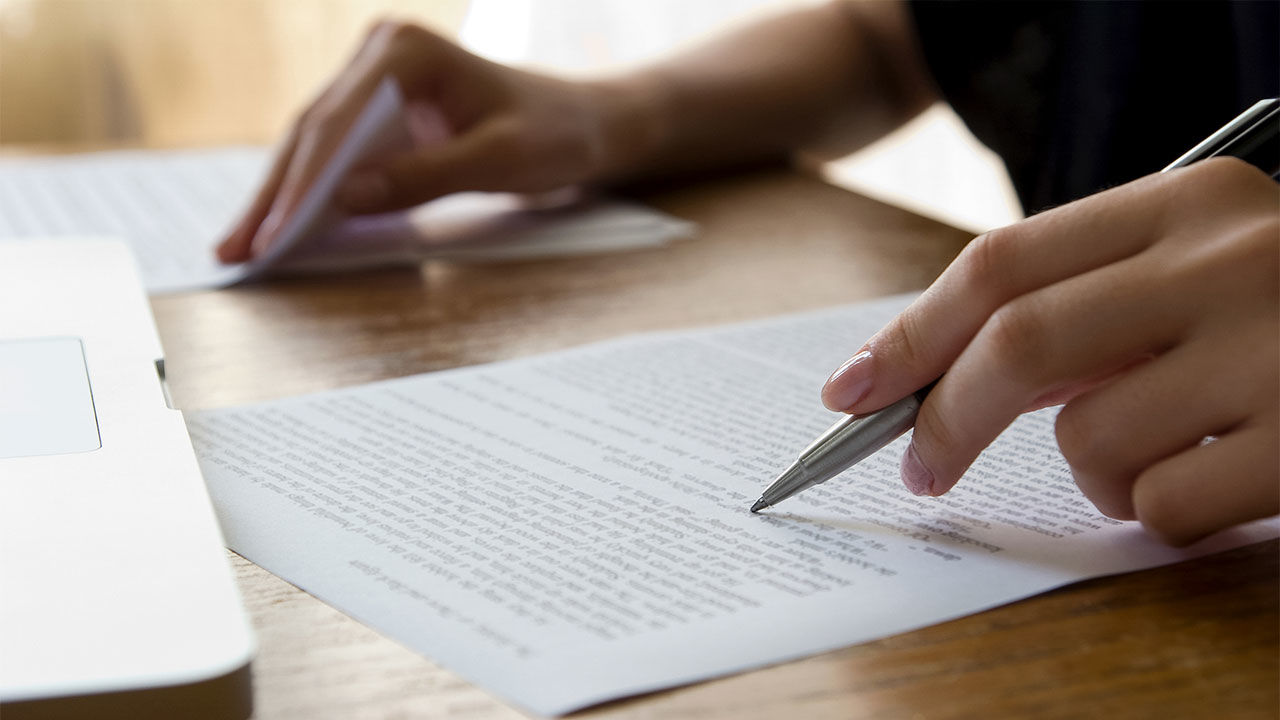 What Are The Top Advantages Of Choosing A Professional Paper Writer